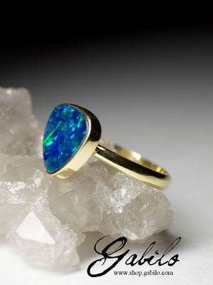 Made to order: Gold ring with black opal doublet