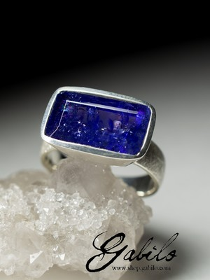 Ring with tanzanite in silver