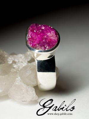 Silver ring with cobaltocalcite