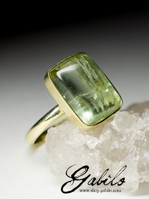 Gold ring with beryl
