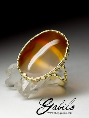 Gold ring with cornelian
