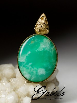 Silver pendant with chrysoprase in gilding