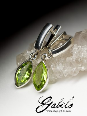 Earrings with chrysolite in silver