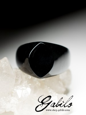 One-piece ring of black jade