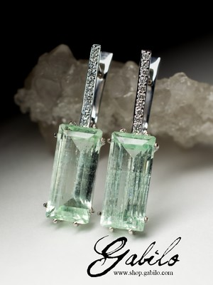 Gold earrings with green beryl and diamonds