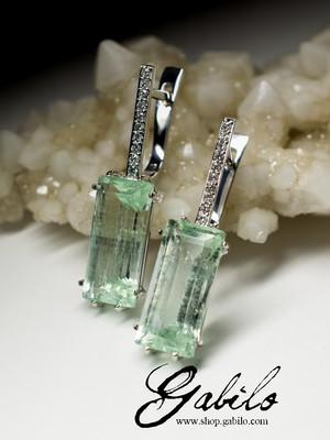 Green beryl and diamonds gold earrings
