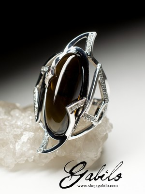 Gold ring with morion and diamonds
