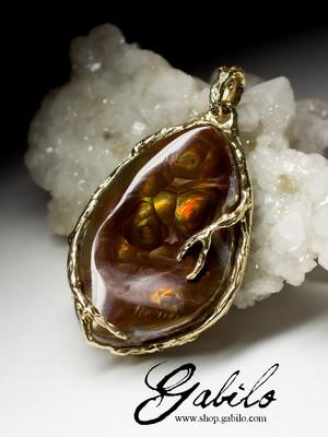 Gold pendant with fire agate