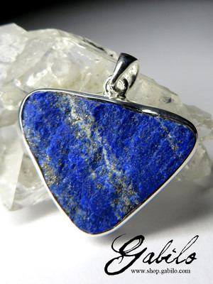 Silver pendant with raw lazurite