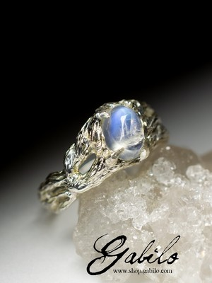 White gold ring with moonstone