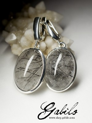 Earrings with quartz hairy