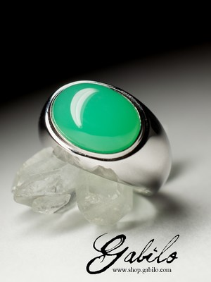 Men's gold ring with chrysoprase