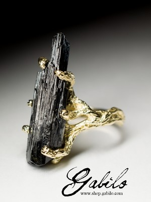 Gold ring with black tourmaline