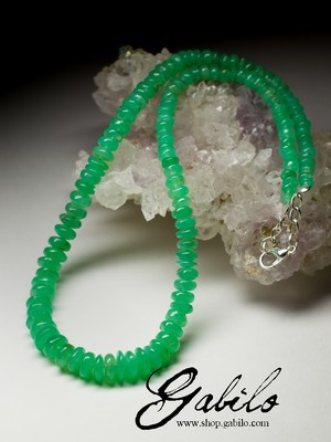 Beads from chrysoprase