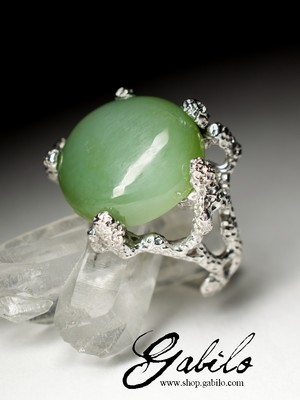 Silver ring with jade