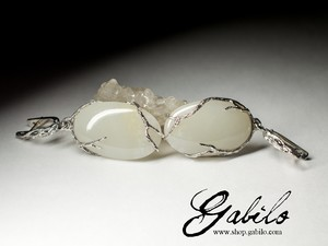 Earrings with white jade in silver