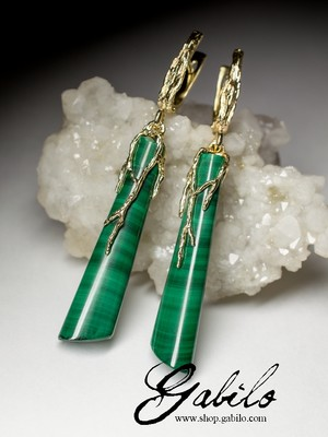 Gold earrings with malachite