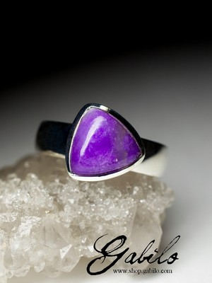 Ring with sugilite in silver