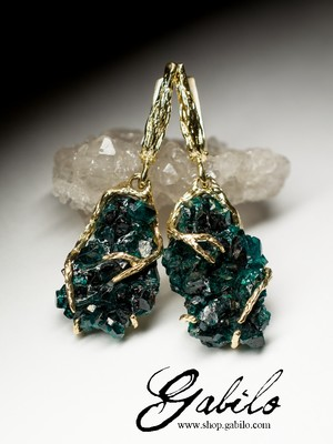 Made to order: Gold earrings with dioptase