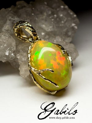 Made to order: Ethiopian opal gold pendant