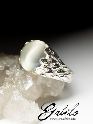 Moonstone silver ring with chatoyant effect