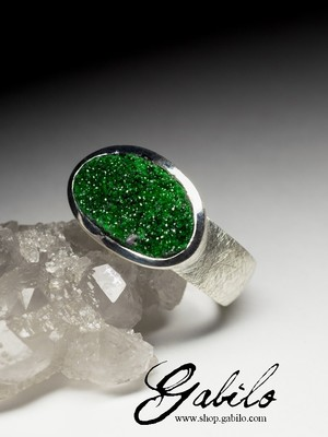 Silver ring with uvarovite