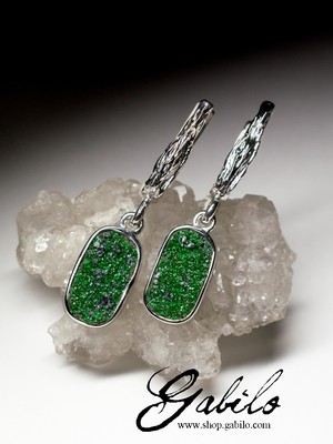Silver earrings with uvarovite