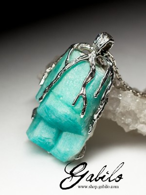 Silver pendant with amazonite