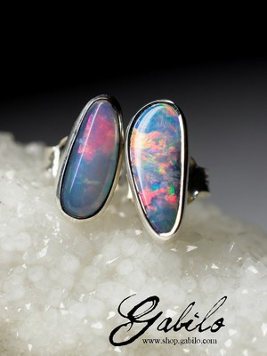 Silver earrings pouches with doublet opal
