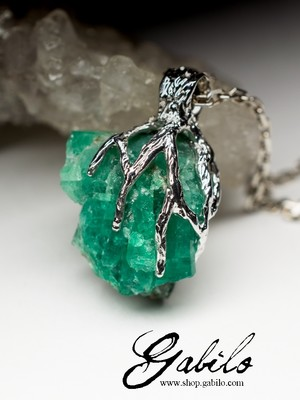 Silver pendant with emerald