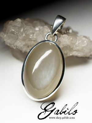 Moonstone silver pendant with chatoyant effect
