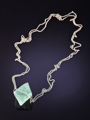Suspension with green fluorite