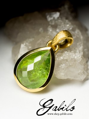 Silver pendant with chrysolite in gilding