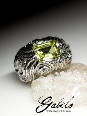 Silver ring with lemon quartz