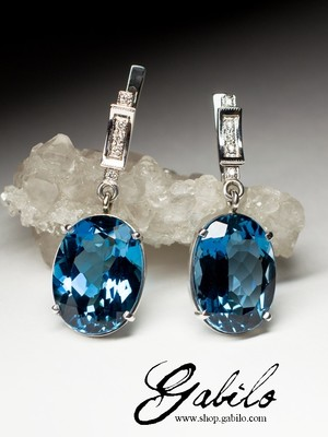 Gold earrings with topaz of London blue and diamonds