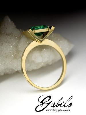 Madу to order: Gold ring with emerald and diamonds
