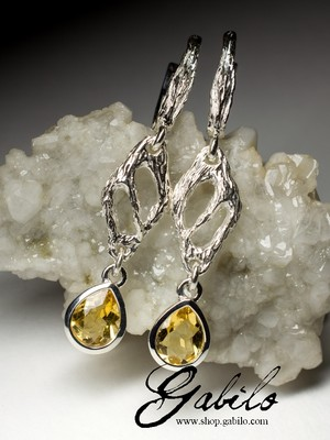 Long silver earrings with citrine