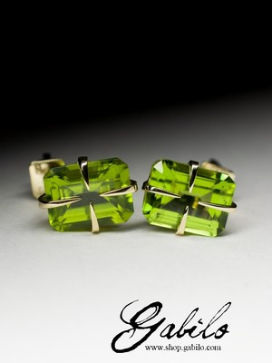 Made to order: Gold earrings with pearls with chrysolite