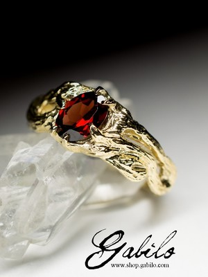 Almandine Gold Ring with gem report MSU