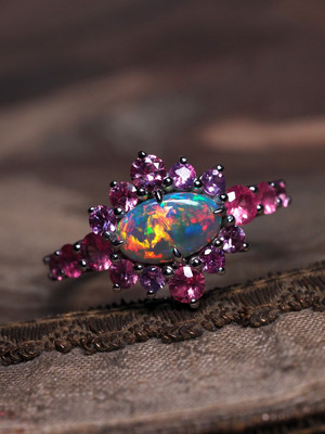 Opal gold ring with sapphires