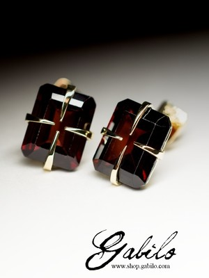 Almandine Gold Stud Earrings