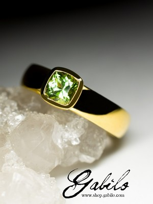 Made to order: Peridot gold ring